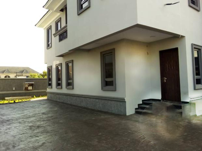 Clean 5 Bedroom Duplex for Rent in Chevy View
